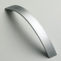 flat-bow-handle-satin-chrome